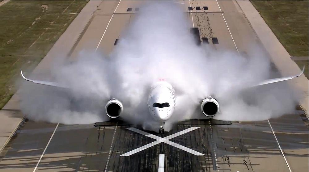 Airbus-A350-water-test.png.b531067197702d8f66cf37d46d0339d4.png