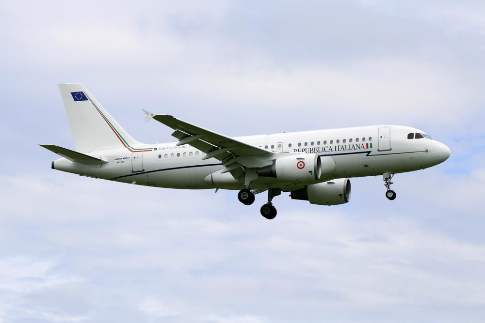 Italy_-_Air_Force_Airbus_ACJ319_(A319-115-CJ)_MM62243_(27317568102).jpg